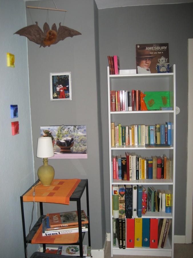Bücher im Flurregal
