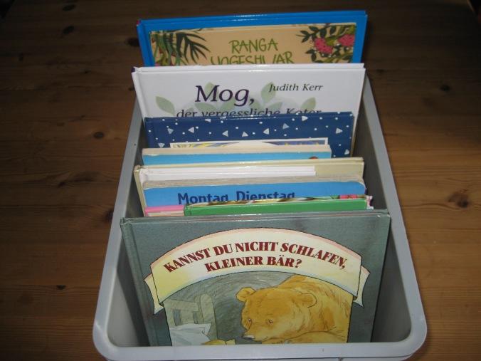 Kinderbücher in Kiste